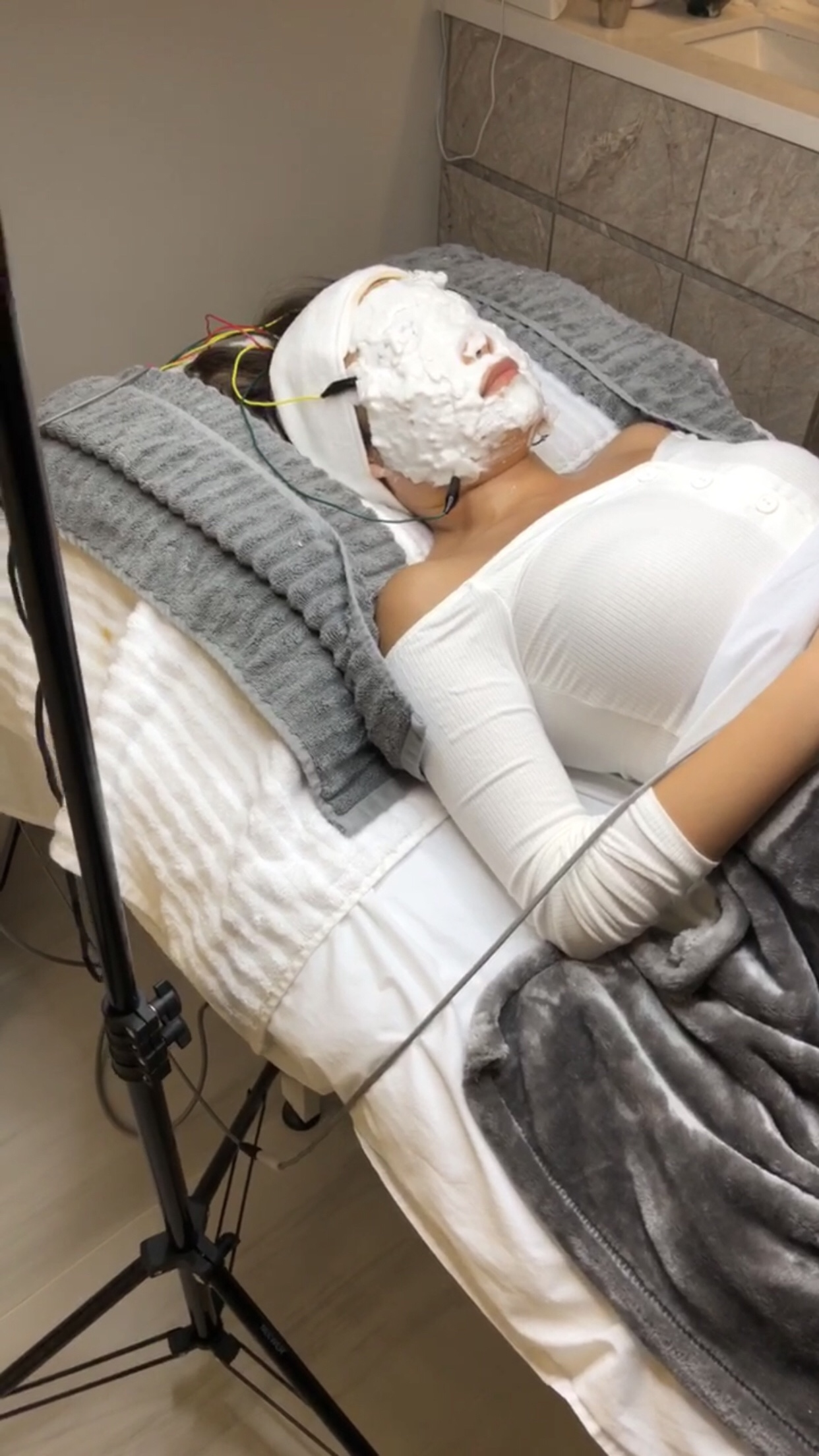 Hollywood Facial: Environ DF Ionzyme Vitamin Infusion
